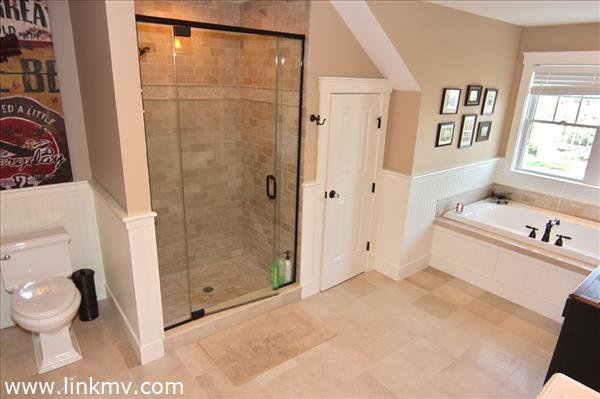 Bath II w shower