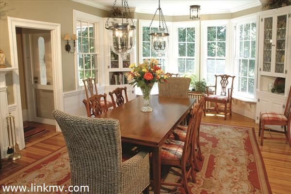 Dining room w window