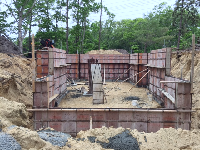 Foundation with forms